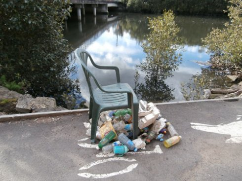 Lovely work presumably by a Tosser.  Seeing these piles raises consciousness about the plight of the river & the need for a Cash for Containers scheme.