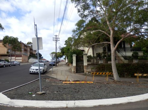 The traffic island is also visible to Ann Street. A verge garden here will improve the streetscape.