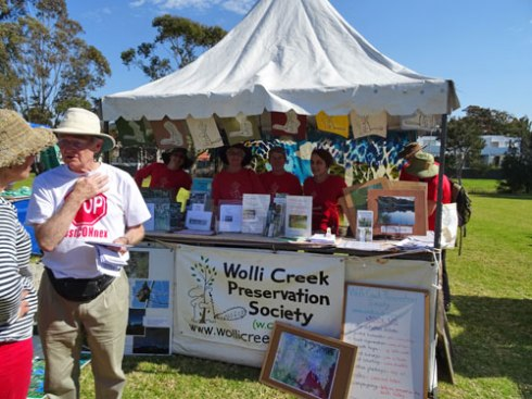 Volunteers of the Wolli Creek Preservation Society.